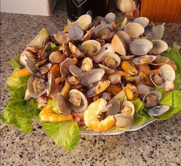 Ensalada de frutos de mar con vinagreta de puerro